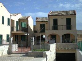 Casa a Schiera  Av.Sa.M